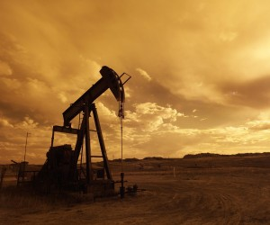 oil-pump-jack-sunset-clouds-silhouette-162568.jpeg