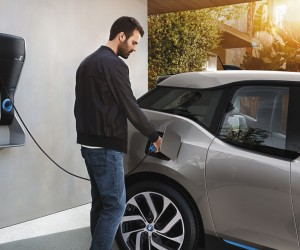 BMWEnergy_Forecast_34_-_Article_17457_-_P90129260_highRes_bmw-i3-wallbox-charg_(1).png
