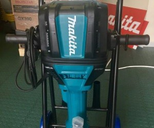 The Makita HM1812 electric breaker boasts the strongest breaking force of any competitor product in the 30 kg category.jpg